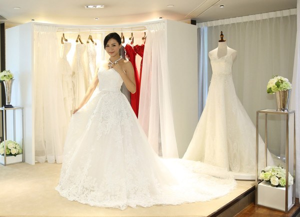 多套Anovia婚紗 晚裝及裙褂供免費試穿 打造大日子不同的造型