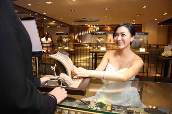 婚嫁大使網上預約服務 一顆鑽‧一承諾