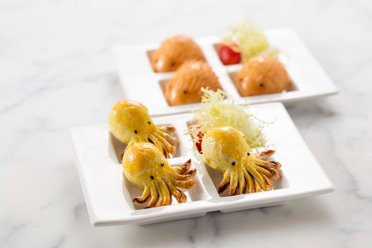 又一間可愛高質中菜選擇!翠韻軒推新派粵菜 又一間可愛高質中菜選擇!翠韻軒推新派粵菜                 Cuttlefish Baked pastries with mashed red bean                   Echidna Deep fried creamy yolk buns