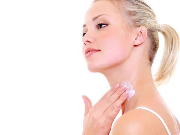 頸紋揭露年齡秘密?簡易6個頸部護膚法 頸紋揭露年齡秘密?簡易6個頸部護膚法 neck1