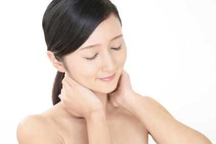 頸紋揭露年齡秘密?簡易6個頸部護膚法 頸紋揭露年齡秘密?簡易6個頸部護膚法 neck2